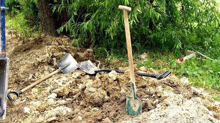 Shovels-1690786_640_thumb_main
